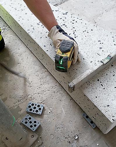 Pilarikierreportaan asennus lasermitta